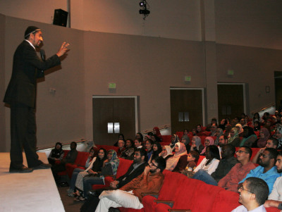 Unorthodox Muslim speaker addresses over 500 at first Muslim student convention