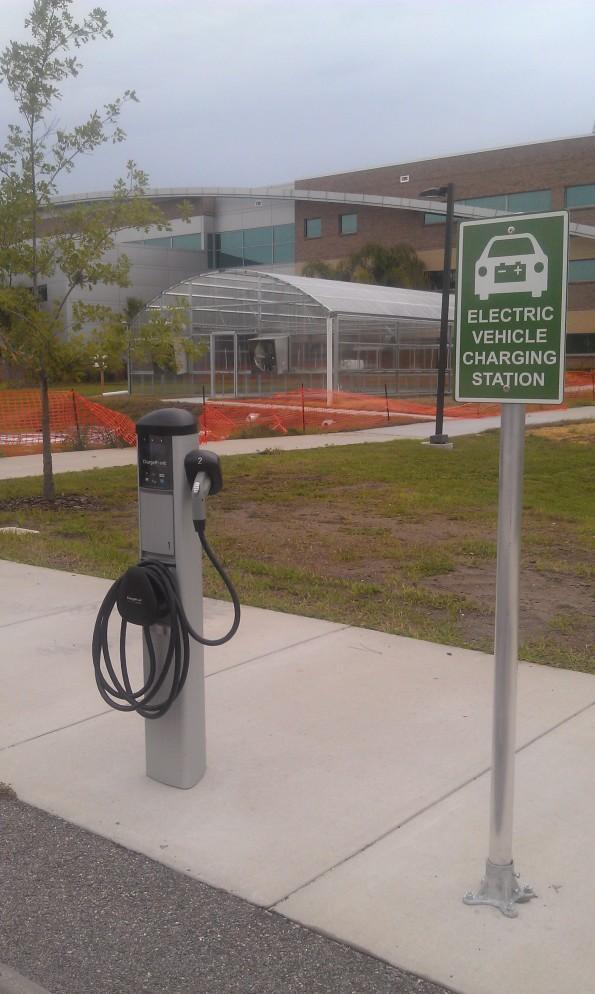 Valencia goes eco-friendly with vehicle charging stations