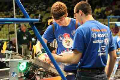 FIRST robots clash in Orlando, Valencia students compete