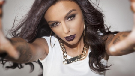 Cher Lloyd addded to Universal Mardi Gras lineup