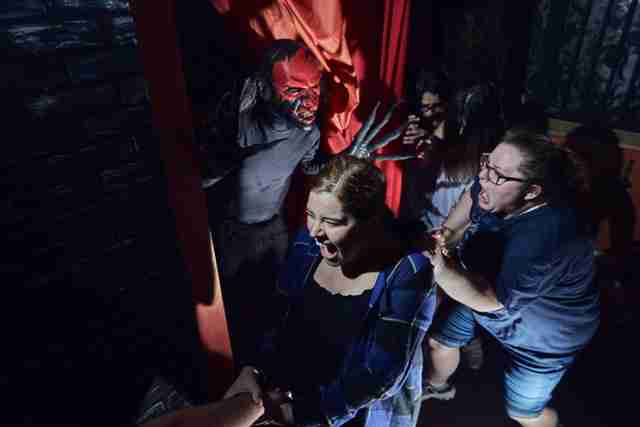 Behind the Scenes with a Halloween Horror Nights Scare Actor